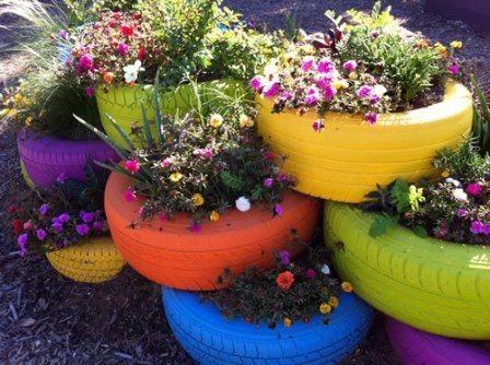 Ban mobil bekas bagian luar yang sudah tidak terpakai ternyata bisa kita sulap menjadi pot cantik warna-warni yang stylish untuk menghiasi taman di rumah kita. Ingin mencoba membuat dan menerapkannya untuk taman di rumah Anda Lih