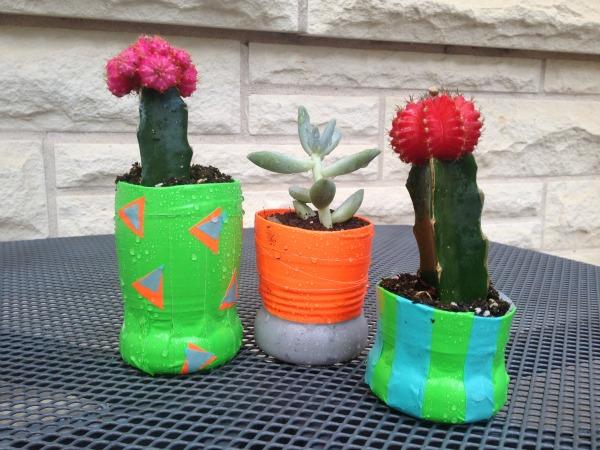 Pot Bunga Unik dari Botol Plastik Bekas (2)