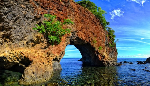 6db07-inthenesa-travel-Tebing-Karang-di-Pantai-Pintu-Kota-Ambon-Maluku