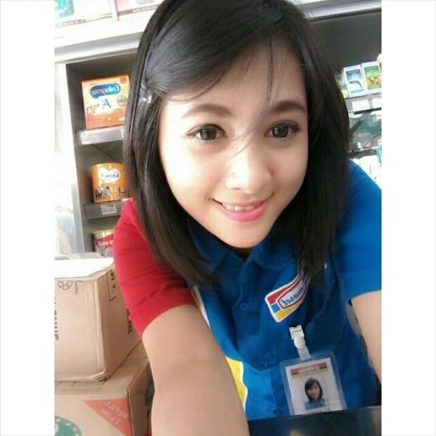 Foto Terbaru Siti Rohmah, Kasir Cantik Indomaret (13)